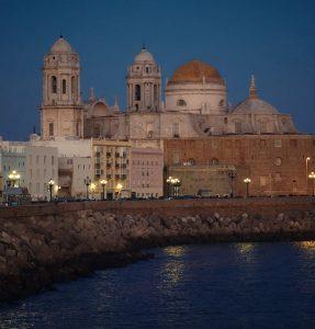 Leiebil & bilutleie i Cádiz